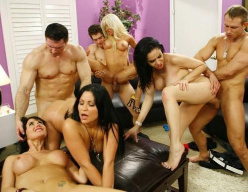 Sienna West, Raylene, Allison Moore, Eva Karera, Helly Mae Hellfire, Tacori Blu - Big Tit Soccer Mom Orgy - Scene 3(2011/SiteRip/440 mb)