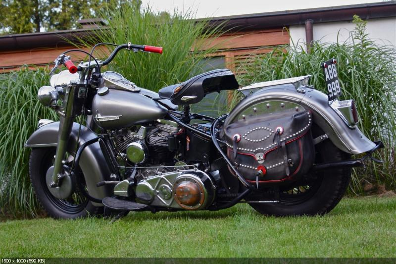 Отреставрированный мотоцикл Harley-Davidson  FL Panhead 1956